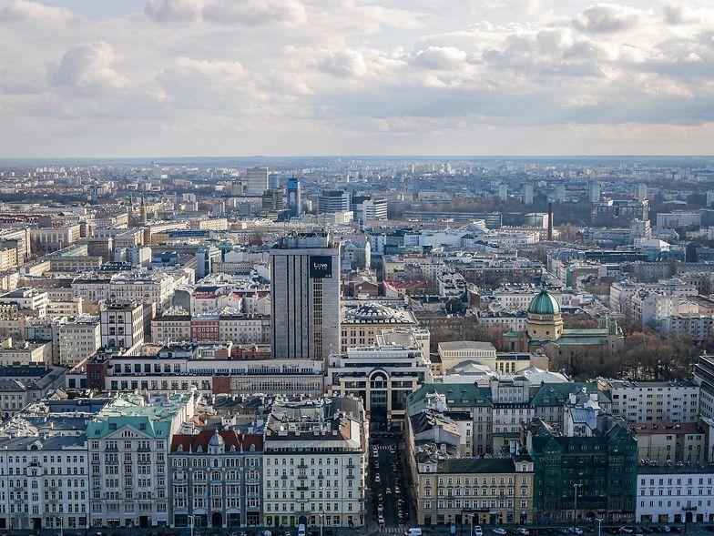 Jak szacuje Komitet Obrony Praw Lokatorów, nieruchomości, które władze miasta mogą zwrócić spadkobiercom wraz z lokatorami, w samej tylko Warszawie pozostało jeszcze ok. 4 tysięcy