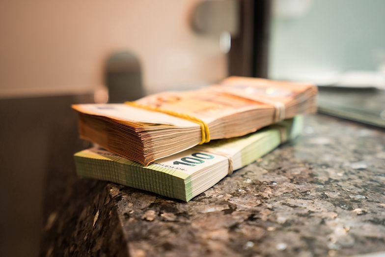 Kursy walut NBP 26.08.2021 Czwartkowy kurs funta, euro, dolara i franka szwajcarskiego