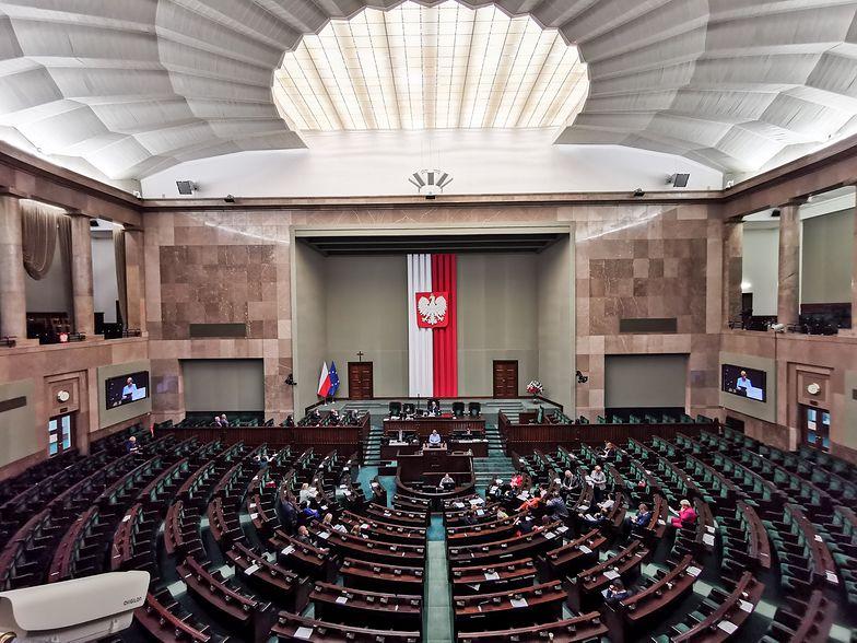 Ile? Tyle Sejm wydaje na jedzenie dla posłów