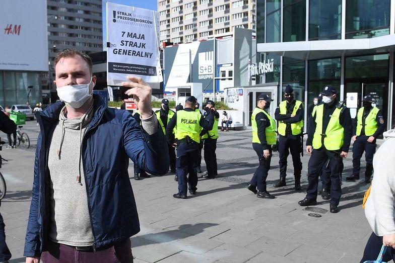 Strajk Przedsiębiorców. Uczestnicy pikiety domagają się odmrożenia gospodarki.