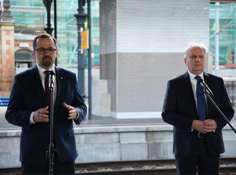 Marcin Horała wraz z wojewodą pomorskim Dariuszem Drelichem mówili o inwestycjach kolejowych na Pomorzu