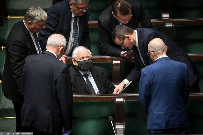 Zarówno posłowie partii rządzącej, jak i opozycji poparli projekt podwyżki uposażeń.