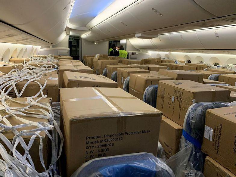 Transport sprzętu zakupionego przez Dominikę Kulczyk odbył się rejsowym samolotem. Na siedzeniach zamiast pasażerów były pakunki.