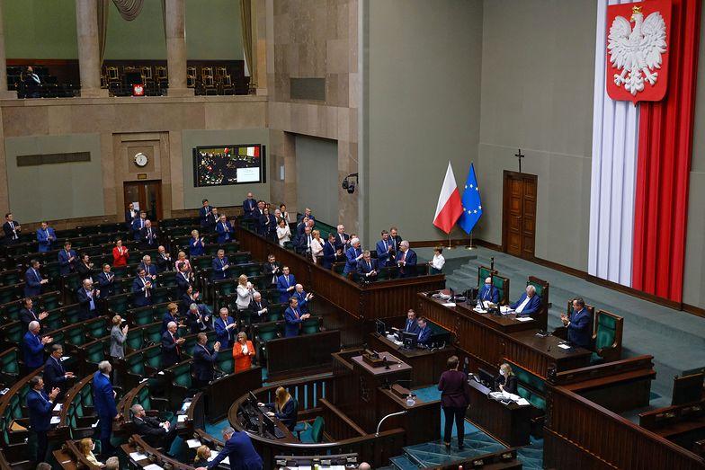 Sejm przyjął tzw. tarczę 4.0, m.in. chroniącą przed wrogimi przejęciami spółek
