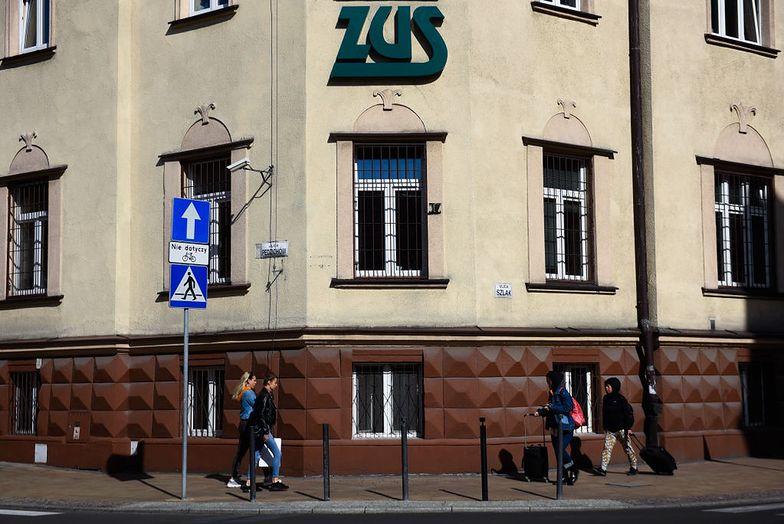 Koronawirus w Polsce. Petenci wejdą do budynków ZUS od 4 maja.