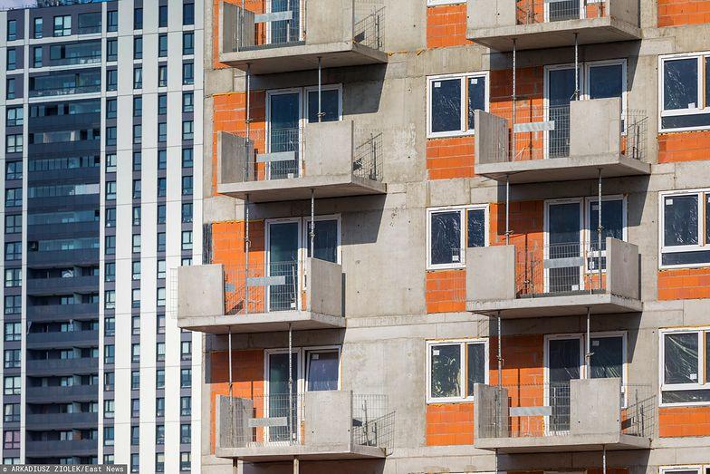 Ekonomiści ostrzegają. Rozgrzany rynek nieruchomości może zdestabilizować gospodarkę