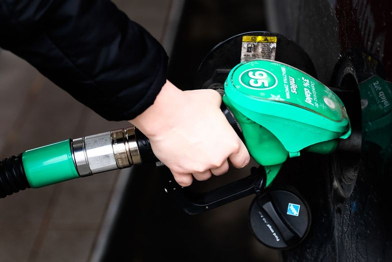 Jak notowania ropy wpłyną na ceny na stacjach?
