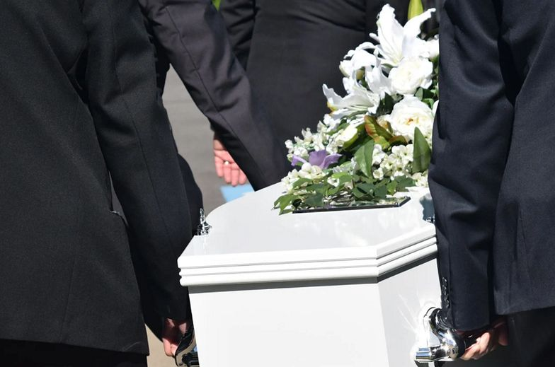 Ile naprawdę kosztuje pogrzeb? Pokaźne kwoty. Wyliczamy