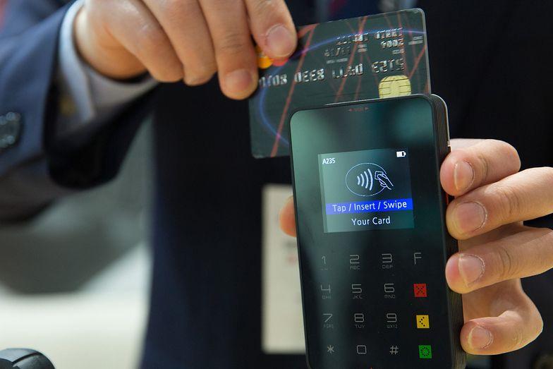 NBP. Wyłudzeń za pomocą skradzionych i sfałszowanych kart płatniczych jest coraz więcej