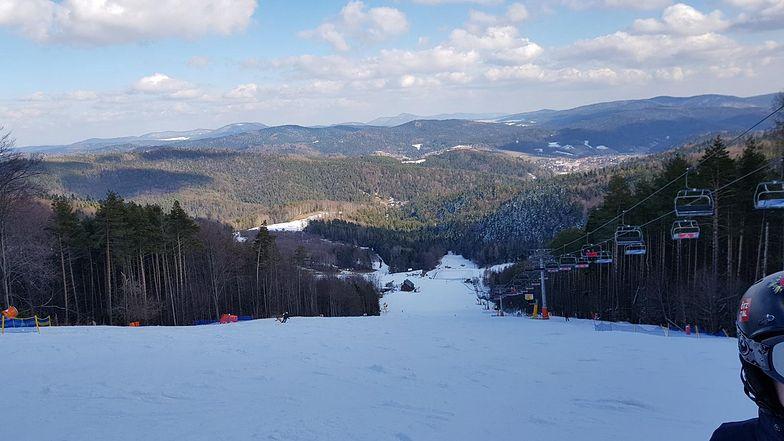 Stoki narciarskie na razie otwarte. Wypożyczalnie sprzętu też