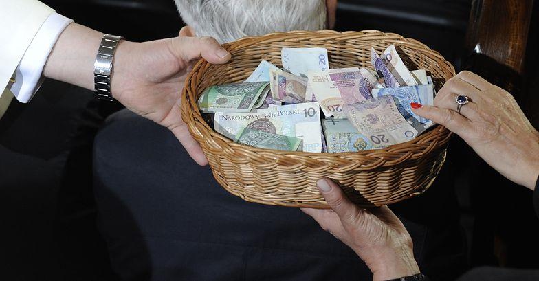 Ile i jak zarabia Kościół w Polsce. Proboszcz zdradza sekrety swojej parafii
