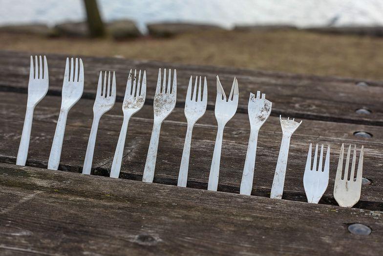 """Plastikowe """"jednorazówki"""" to aż 70 proc. morskich odpadów"""