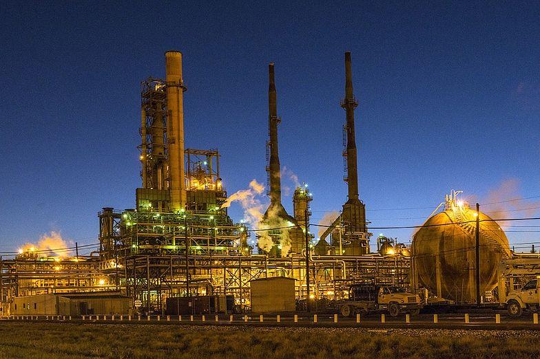 Unimot rozpoczął trading ropą naftową, dostarczy 1,2 mln baryłek surowca.