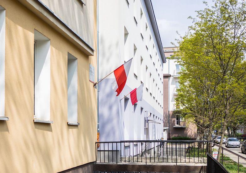 Święto pracy to dzień, gdy wielu Polaków wciąż wywiesza flagi państwowe w oknach. Kiedy przypada święto pracy?