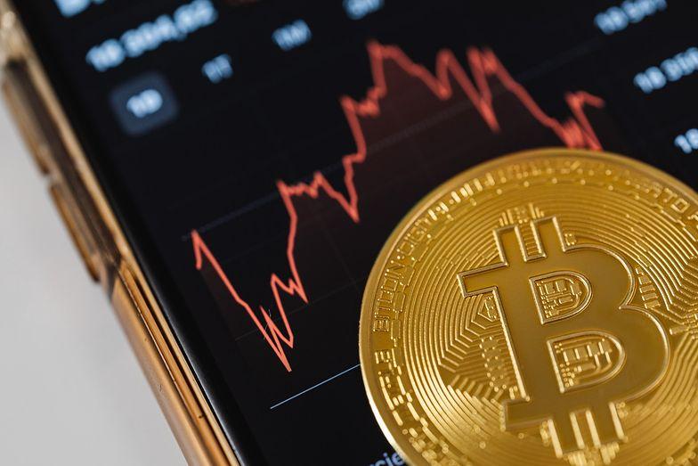 Bitcoin testuje poziom 50 tys. dolarów. Mocny zjazd na początek tygodnia