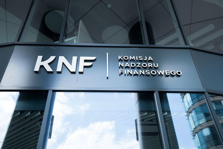 """KNF ostrzega. Na """"czarną listę"""" trafiła nowa firma"""