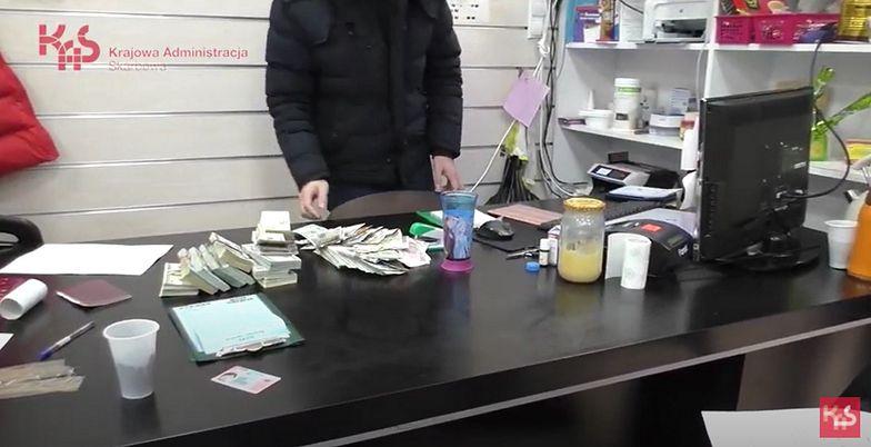 """Reportaż """"Bankierzy mafii z Wólki Kosowskiej"""". Kulisy wielkiego azjatyckiego bazaru"""