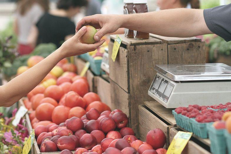 Jabłka w ciągu ostatniego roku podrożały o 74 proc.