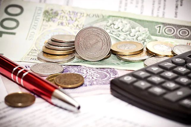 Dokładna wysokość świadczenia postojowego wynosi 2080 złotych, czyli równowartość 80 proc. pensji minimalnej.