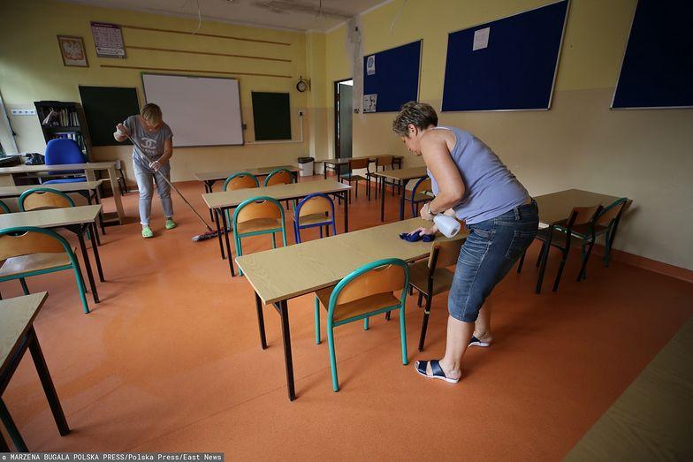 Powrót do szkół. Rodzice chcą sami decydować