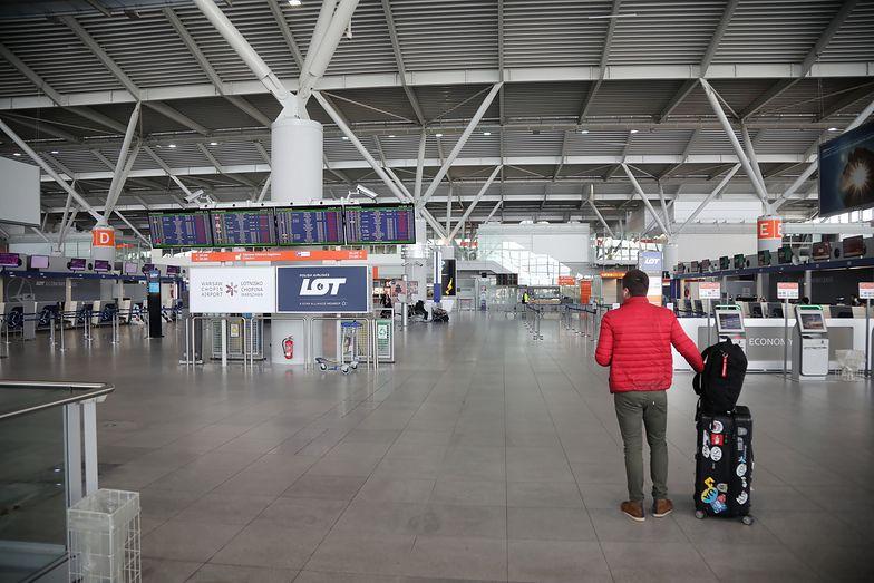 W Polsce obowiązuje stan zagrożenia epidemicznego. Zawieszone zostały krajowe i międzynarodowe pasażerskie połączenia lotnicze.