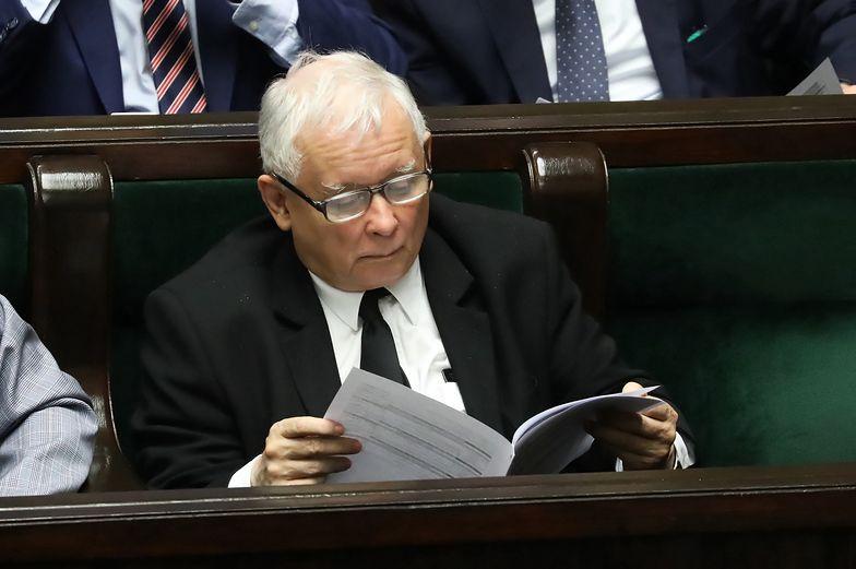 """""""Oni chyba powariowali"""" - mówił Kaczyński o cenie paliw przed dekadą. Dziś jest drożej"""