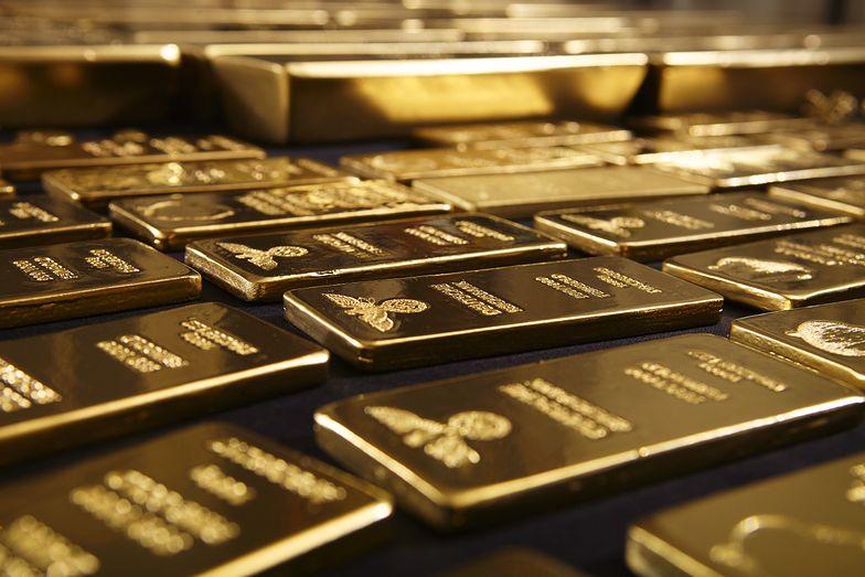 Cena złota ostro w dół. Takich spadków na giełdzie nie było od początku roku
