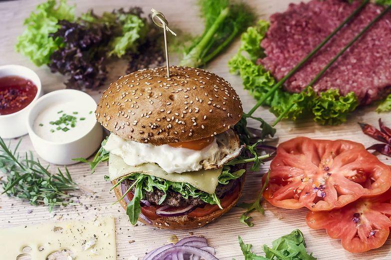 Wołowe burgery wyniszczają środowisko. Alternatywą wege odpowiedniki