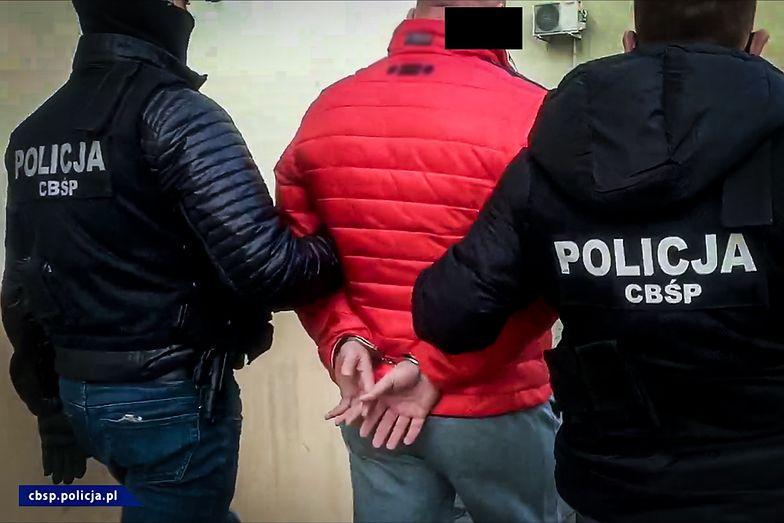"""CBŚP zatrzymało szefa mafii oszukującej seniorów """"na policjanta"""""""