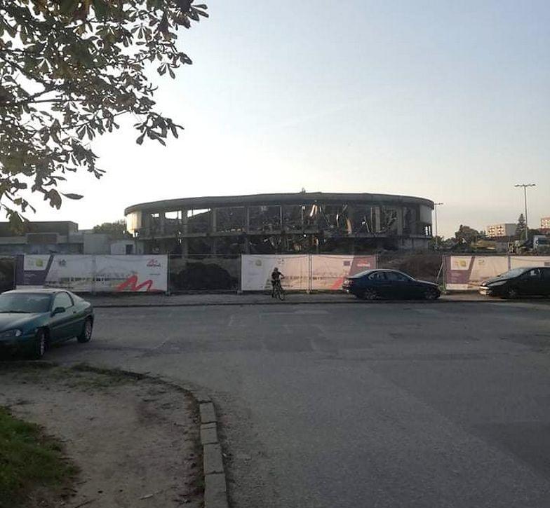 Wyburzali dach hali sportowej. Pracownik trafił do szpitala