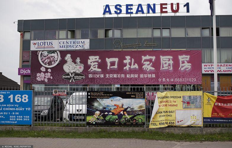 Wólka Kosowska to jedno z największych centrów, gdzie handlują przede wszystkim Chińczycy i Wietnamczycy