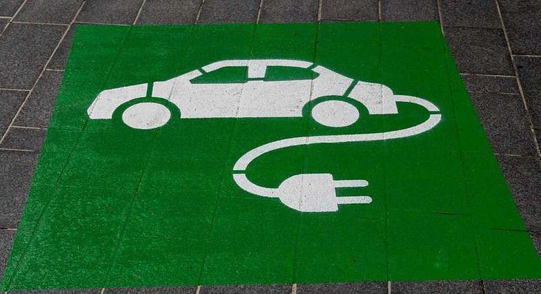 Jest praca w elektromobilności. Można zarobić od 4,5 do 9 tys. zł brutto