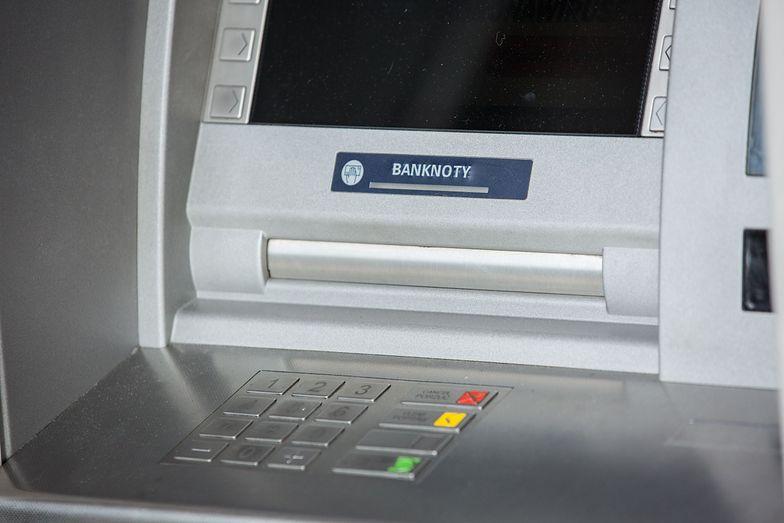 Przerwy techniczne w bankach. Lepiej przygotować gotówkę