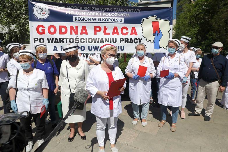Protest pielęgniarek w Warszawie. Zgłoszono 18 zgromadzeń