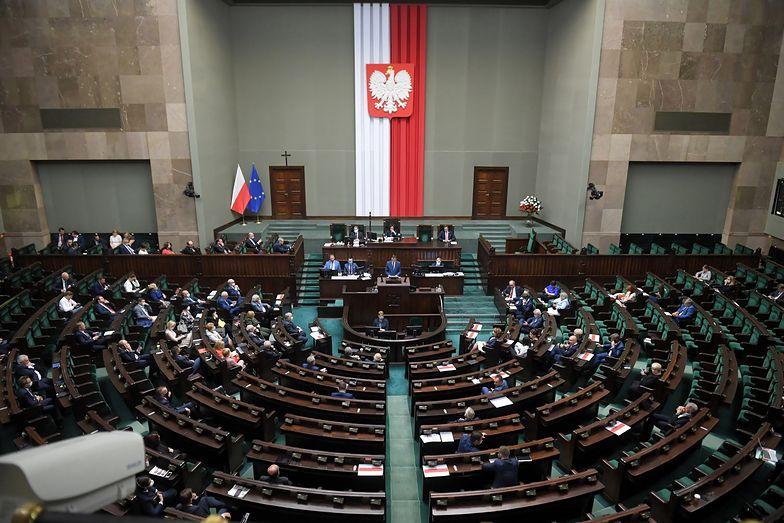 Podwyżki dla parlamentarzystów. Sejm przyjął ustawę.