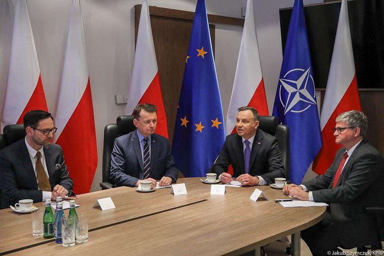 Porozumienie podpisali Daniel Obajtek, prezes Orlenu, minister Mariusz Błaszczak w obecności Andrzeja Dudy.
