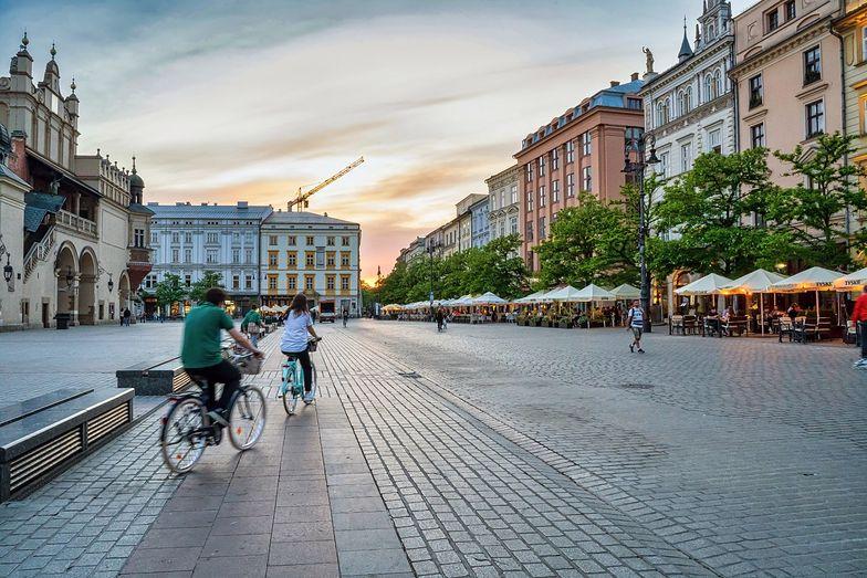 W Krakowie trwają prace nad usprawnieniem ruchu pieszych oraz rowerzystów.