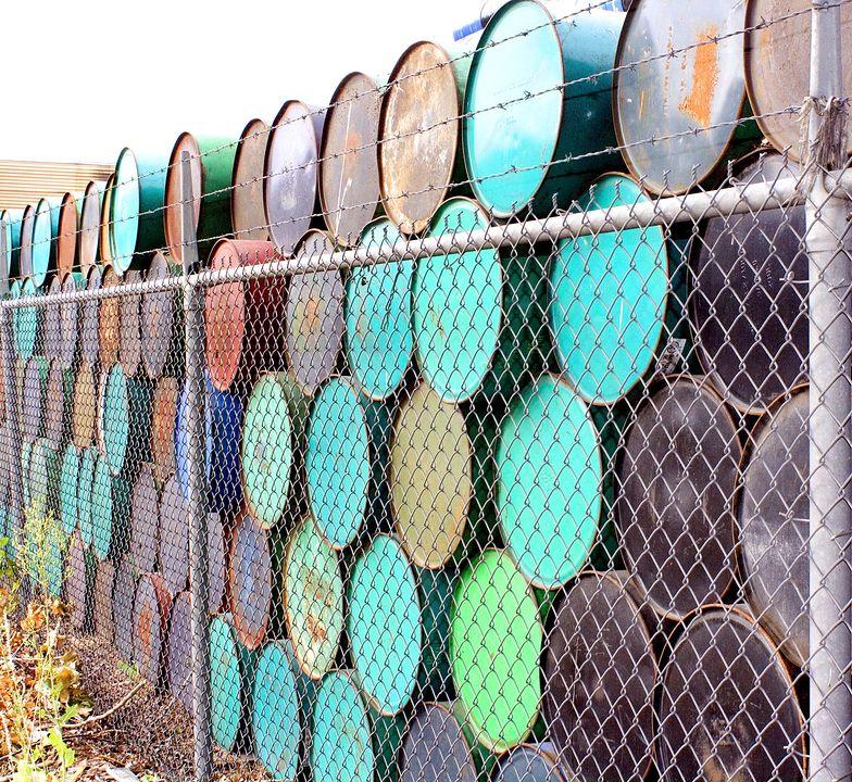 Coraz więcej baryłek ropy zalega w USA.