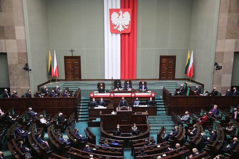 Fundusz Odbudowy. Co to jest? Wyjaśniamy. Sejm zdecydował ws. Funduszu Odbudowy