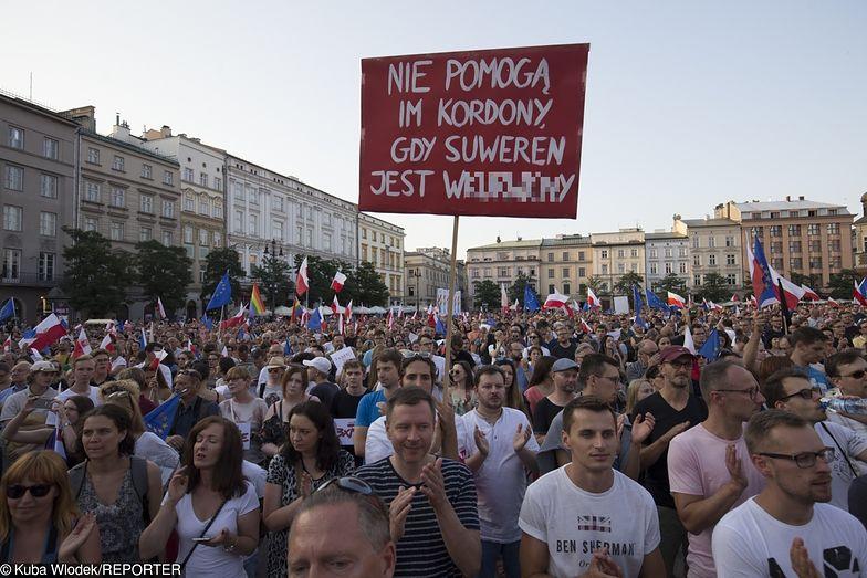 Szykują się protesty przeciwko rządowi. Coraz więcej grup zawodowych i społecznych domaga się pieniędzy