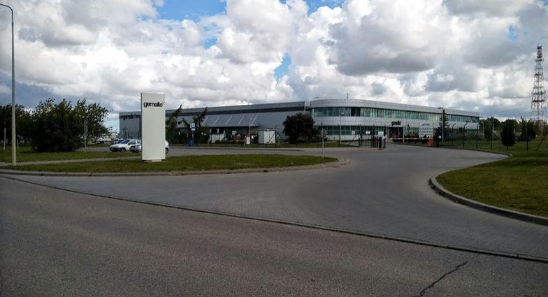 Tczewska fabryka gdzie drukowane sa nowe paszporty dla Brytyjczyków.