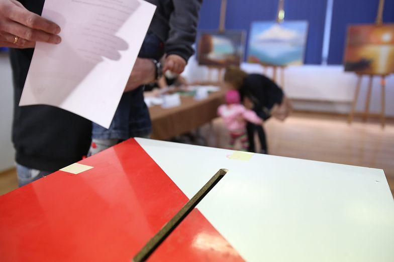 Wybory parlamentarne 2019. Zasady głosowania poza miejscem zamieszkania oraz za granicą