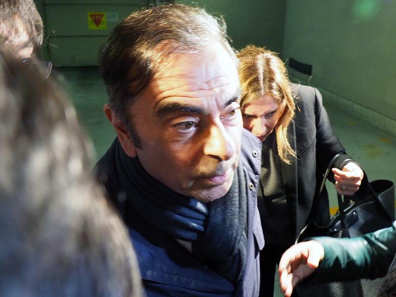 """Carlos Ghosn uważa, że """"pewne osoby z Nissana chcą go uciszyć, wprowadzając w błąd prokuratorów""""."""