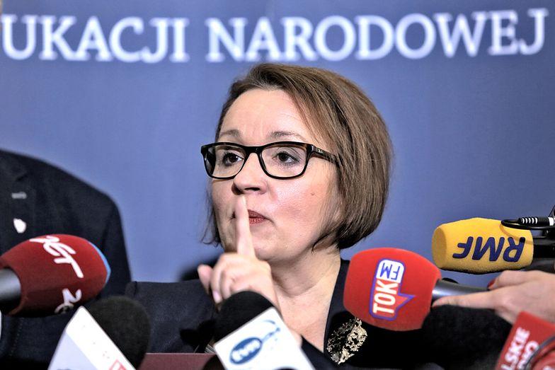 Anna Zalewska ma być przesłuchana w tzw. aferze PCK. Jednym z głównych oskarżonych jest jej były bliski współpracownik.