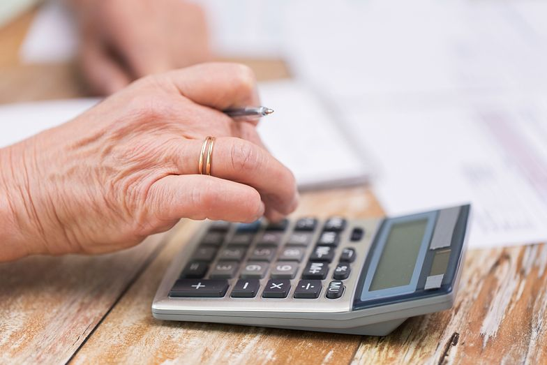 Emeryt otrzyma prawie 21 tys. zł przeciętnej emerytury w 2080 r. Ale to będzie mniej niż jedna czwarta przeciętnego wynagrodzenia.