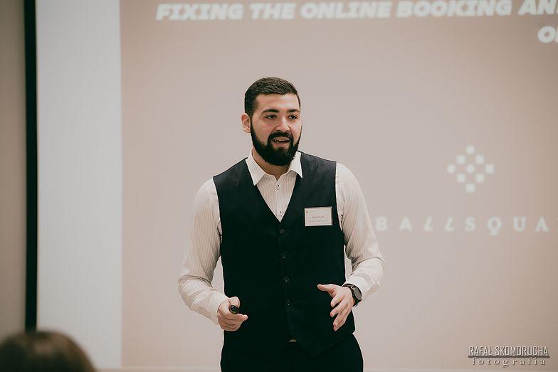 Współtwórca aplikacji, Walid Barsali, to również zawodowy korzykarz
