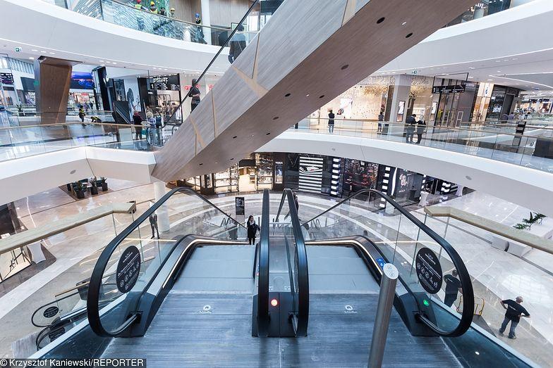 Spadek liczby odwiedzających galerie handlowe