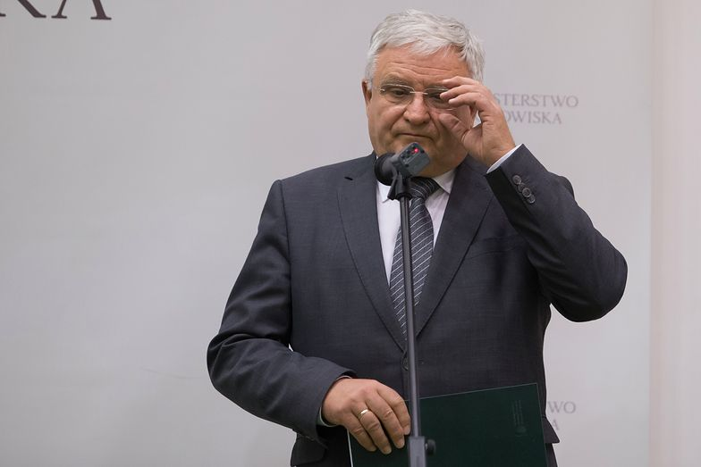 Kazimierz Kujda jako szef Narodowego Funduszu Ochrony Środowiska pomógł fundacji Lux Veritatis zdobyć wielomilionową dotację, łamiąc procedury - wynika z dokumentów, do których dotarł money.pl