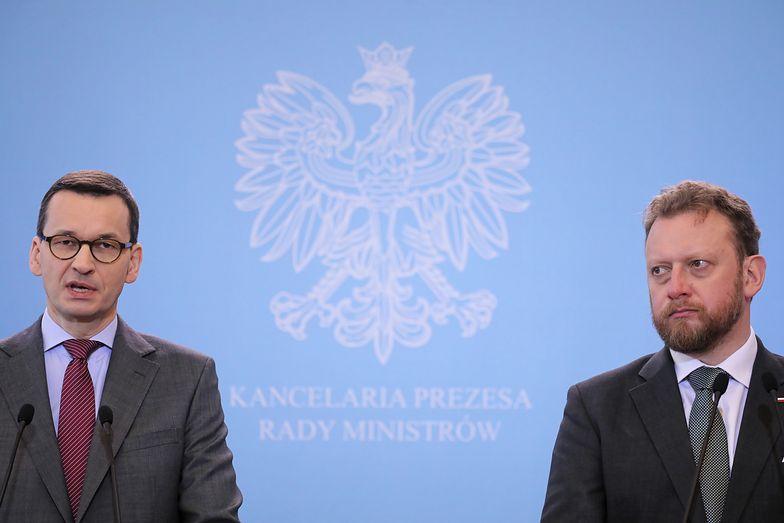 Łukasz Szumowski i Mateusz Morawiecki przedstawili na środowej konferencji szereg restrykcji, które mają ograniczyć rozprzestrzenianie się wirusa