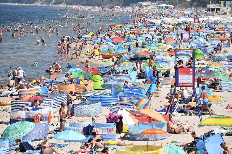 Plaża w Międzyzdrojach pod koniec lipca pękała w szwach.